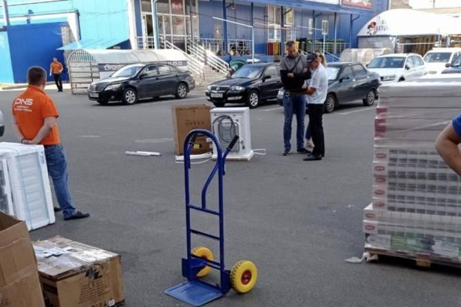 В Брянске автомобиль врезался в стиральную машину
