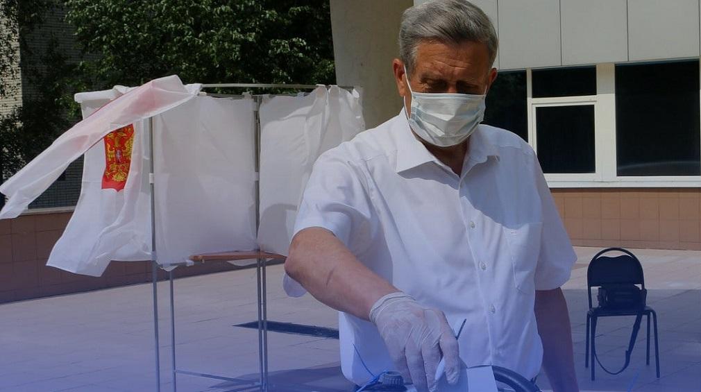 В Брянске проголосовал по поправкам Владимир Попков