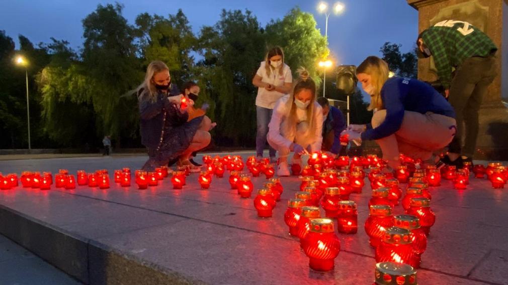 На Кургане Бессмертия в Брянске зажгли сотни свечей