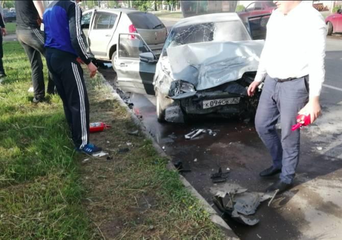 В Брянске на Литейной произошло страшное ДТП