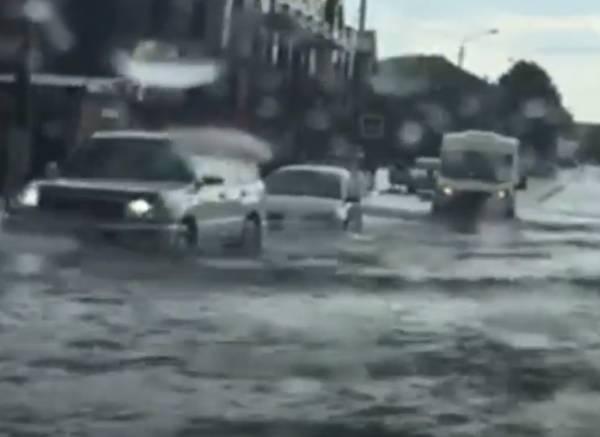 В Клинцах сильный дождь затопил центральные улицы города