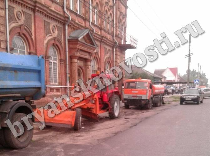 В Новозыбкове коммунальная техника перекрыла торговые площадки
