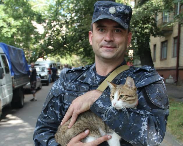 Брянский полицейский вернулся из Чечни с новым членом семьи