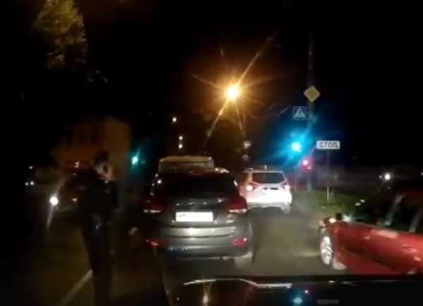 В Брянске иномарка врезалась в полицейский УАЗ