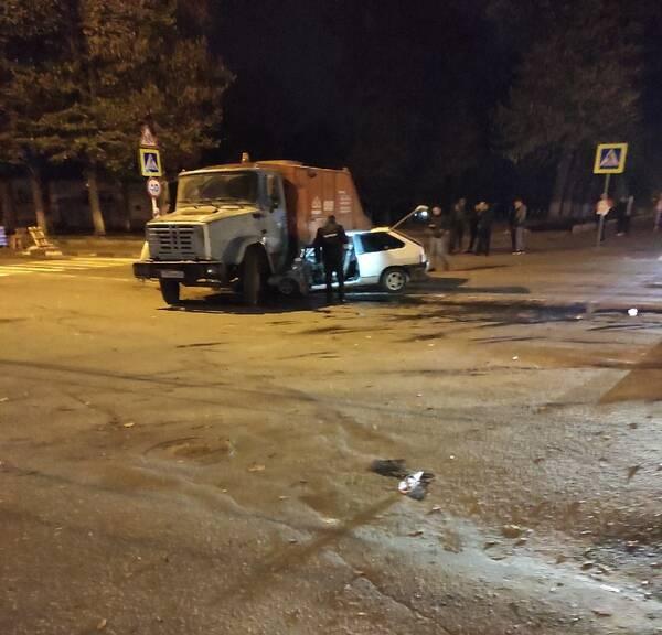 Жуткое ДТП в Клинцах: грузовик в хлам раздавил легковушку