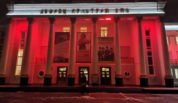 В Брянской области учреждения культуры «окрасились» в цвета Вечного огня