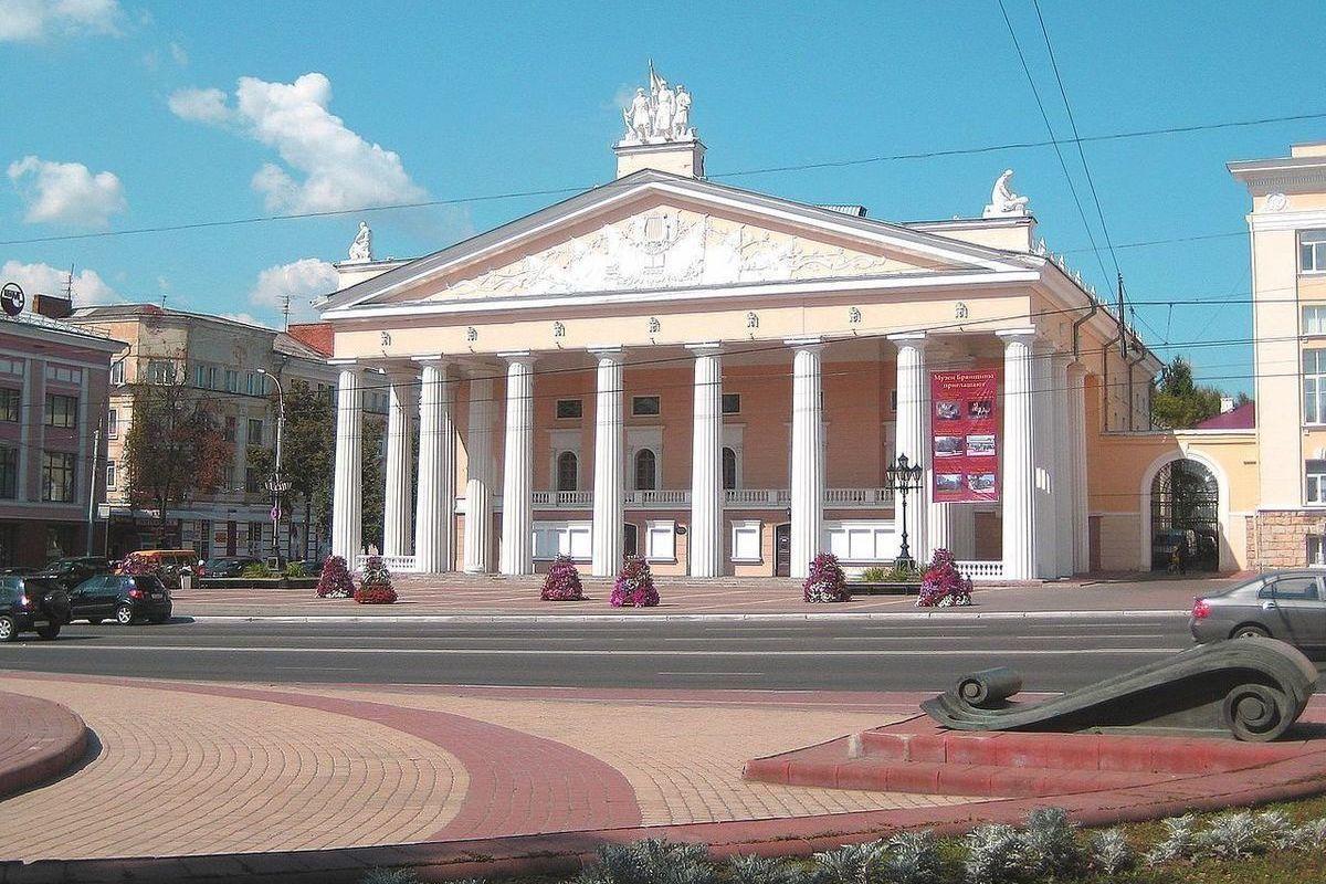 К 95-летию Брянского театра драмы открылся юбилейный театральный фестиваль
