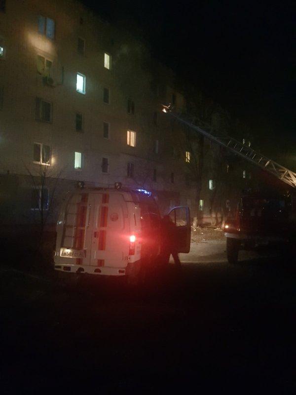 В Брянске из горящей квартиры спасли 7 человек