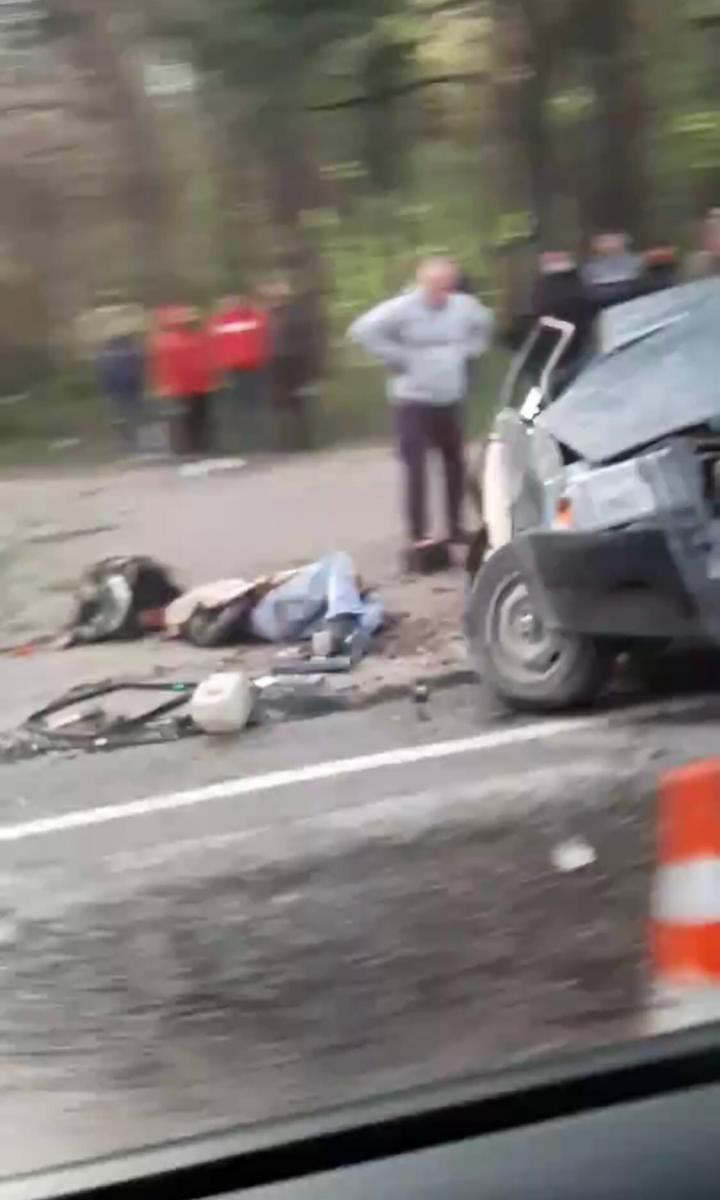 На месте страшной аварии под Брянском работают спасатели и медики