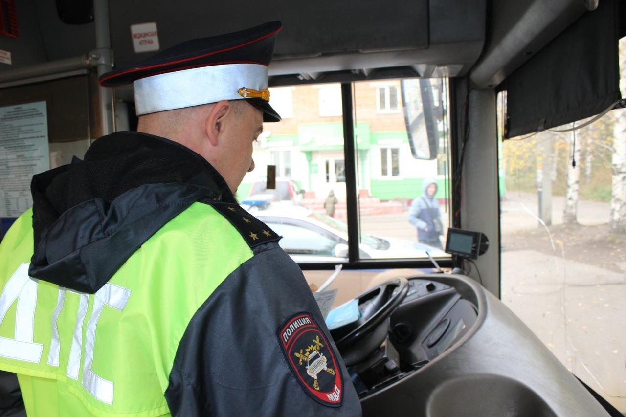 В Брянске на Ульянова проверят водителей автобусов