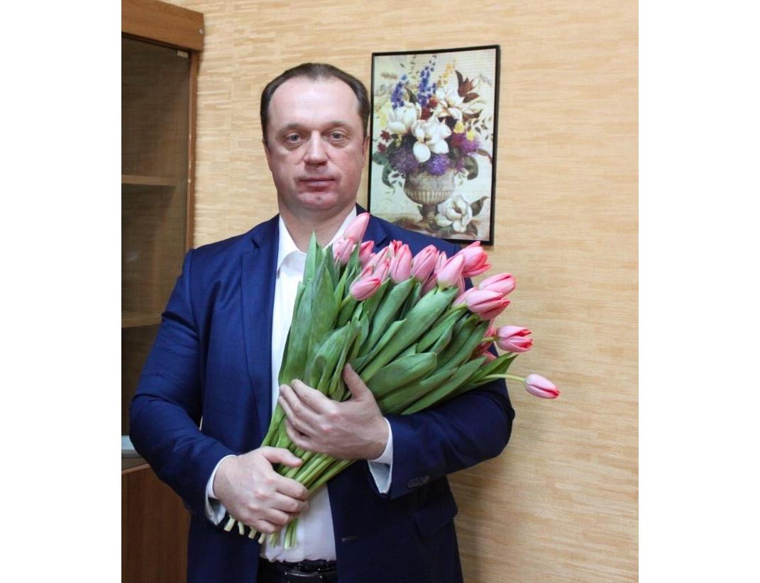 Брянский депутат Сергей Антошин поздравил женщин с 8 марта