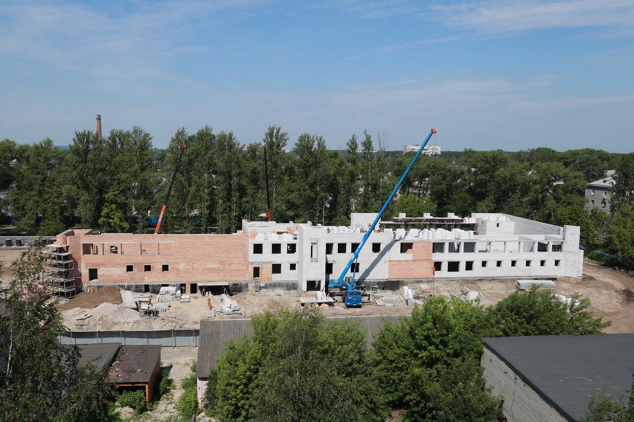 В Брянске идет активное строительство бассейна