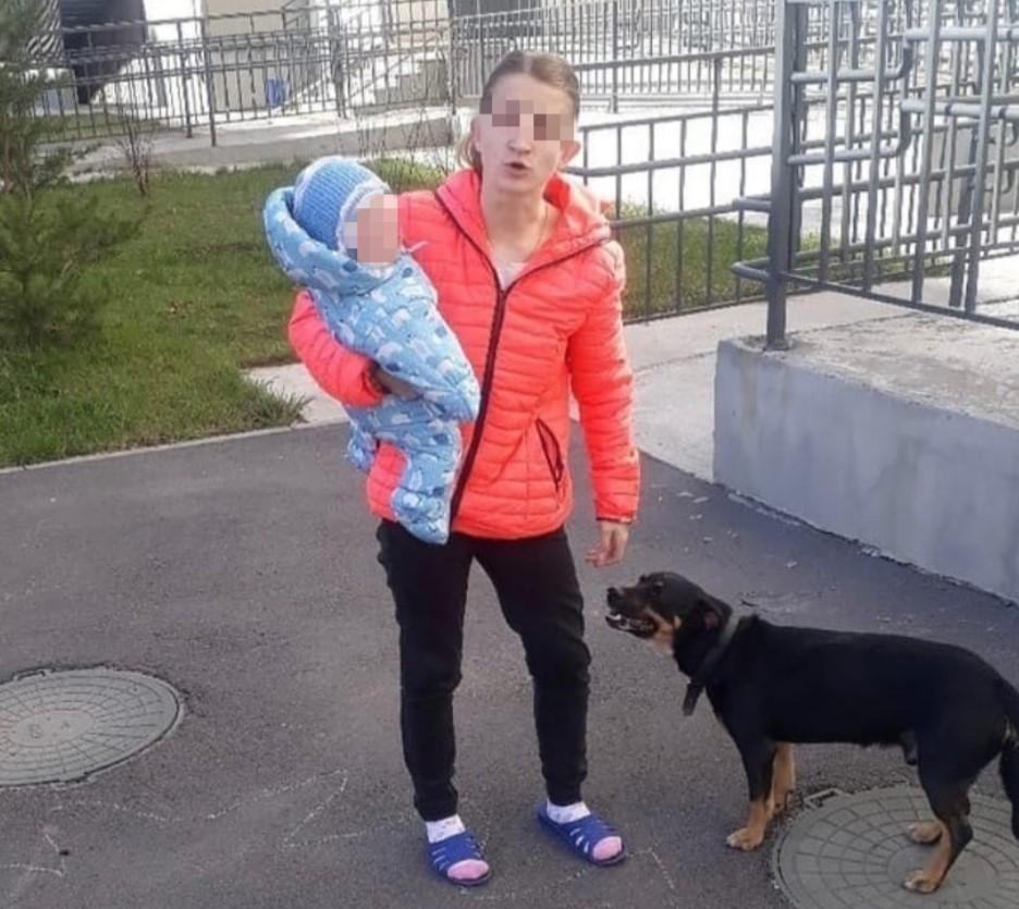Мать при грудном ребенке до смерти забила собаку, а потом выкинула ее в окно