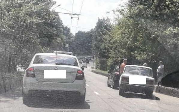 В Брянске на Урицкого столкнулись две легковушки