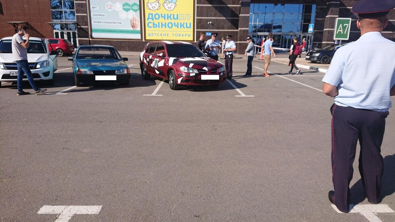 В Брянске оштрафовали участников автофестиваля возле ТРЦ «Аэропарк»