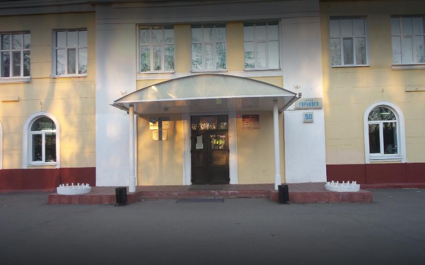 В Брянске выпавший из окна школы №4 мальчик сломал ноги и травмировал позвоночник