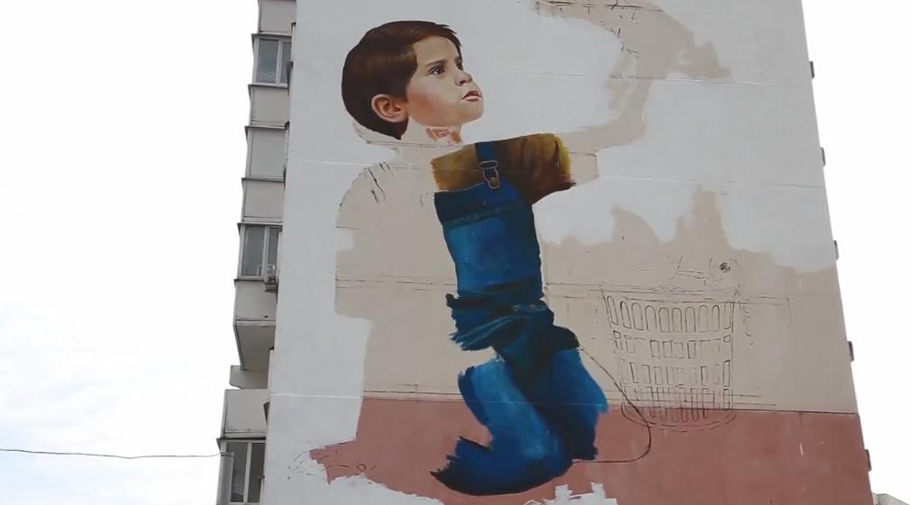 Огромная копия картины Бэнкси для медиков появится на улице Романа Брянского