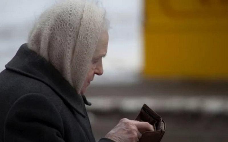 Брянцы благодарят земляка, не пожалевшего денег для пенсионерки в аптеке