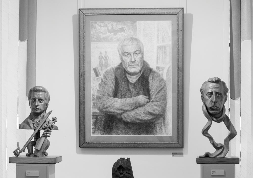 В Брянске открылась выставка скульптурных и графических произведений