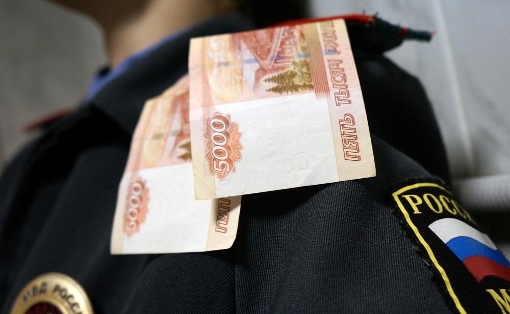 Полицейского в Брянске задержали за взятку в полмиллиона рублей