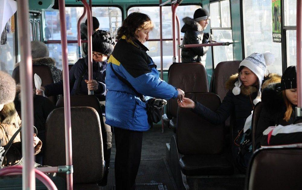 В Брянске кондукторы помогли женщине вернуть потерянную сумку