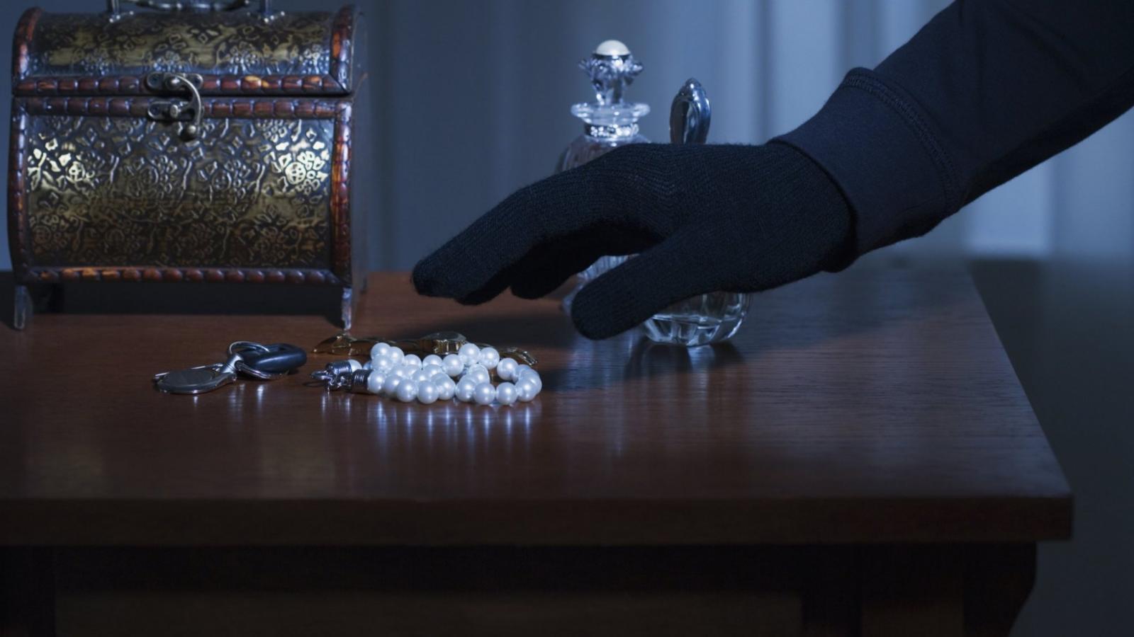 Жители Погара пытались похитить ювелирные украшению стоимостью 5 млн рублей