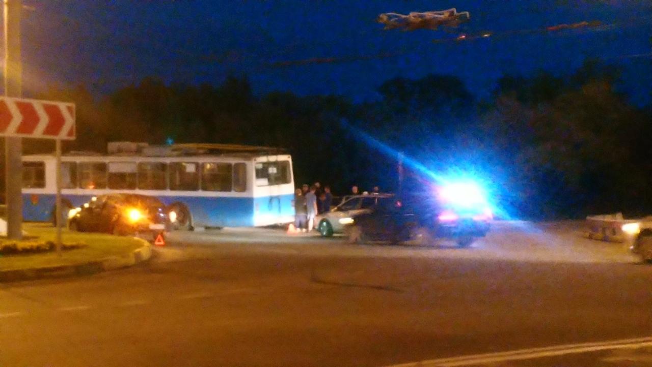 Возле ж/д вокзала Брянск-I произошло ДТП с участием троллейбуса