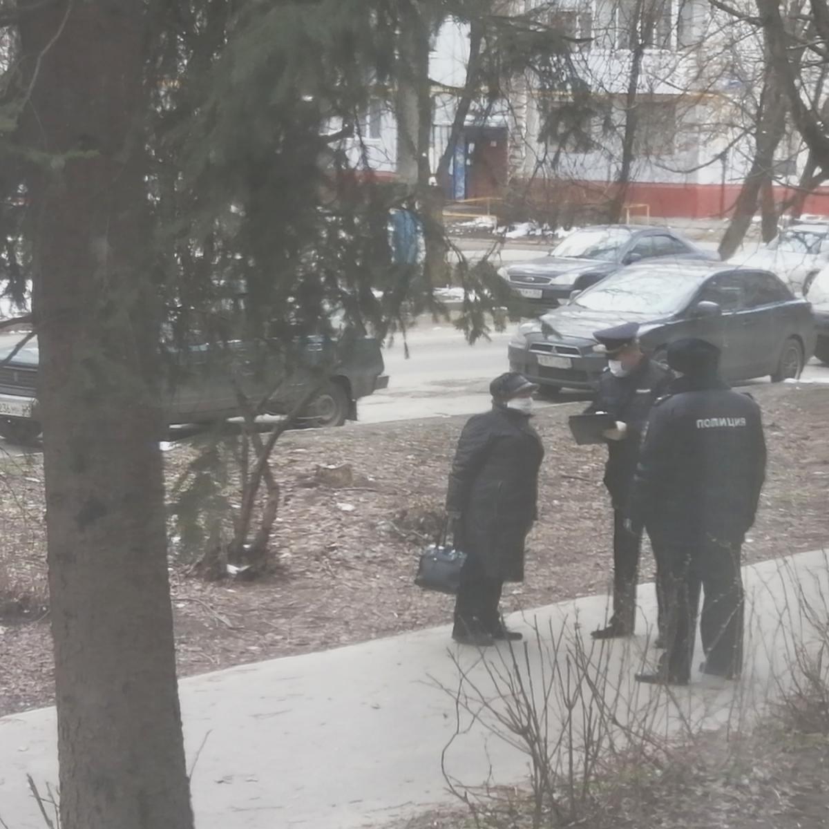 В Брянске полицейские поймали старушку, которая нарушила режим самоизоляции