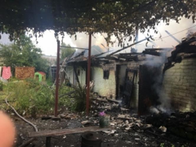 В Унече сгорели частная баня и гараж