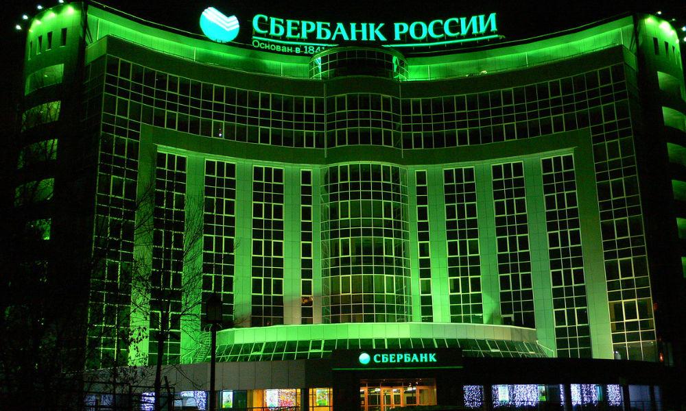 «Бесконтакт» вдвое сократил число забытых карт в банкоматах Сбербанка