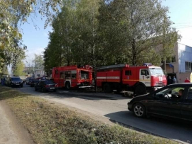 В Брянске на улице Щукина сгорел склад