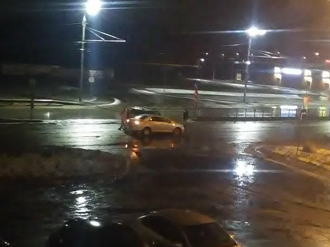 В новогоднюю ночь в Брянске столкнулись две легковушки