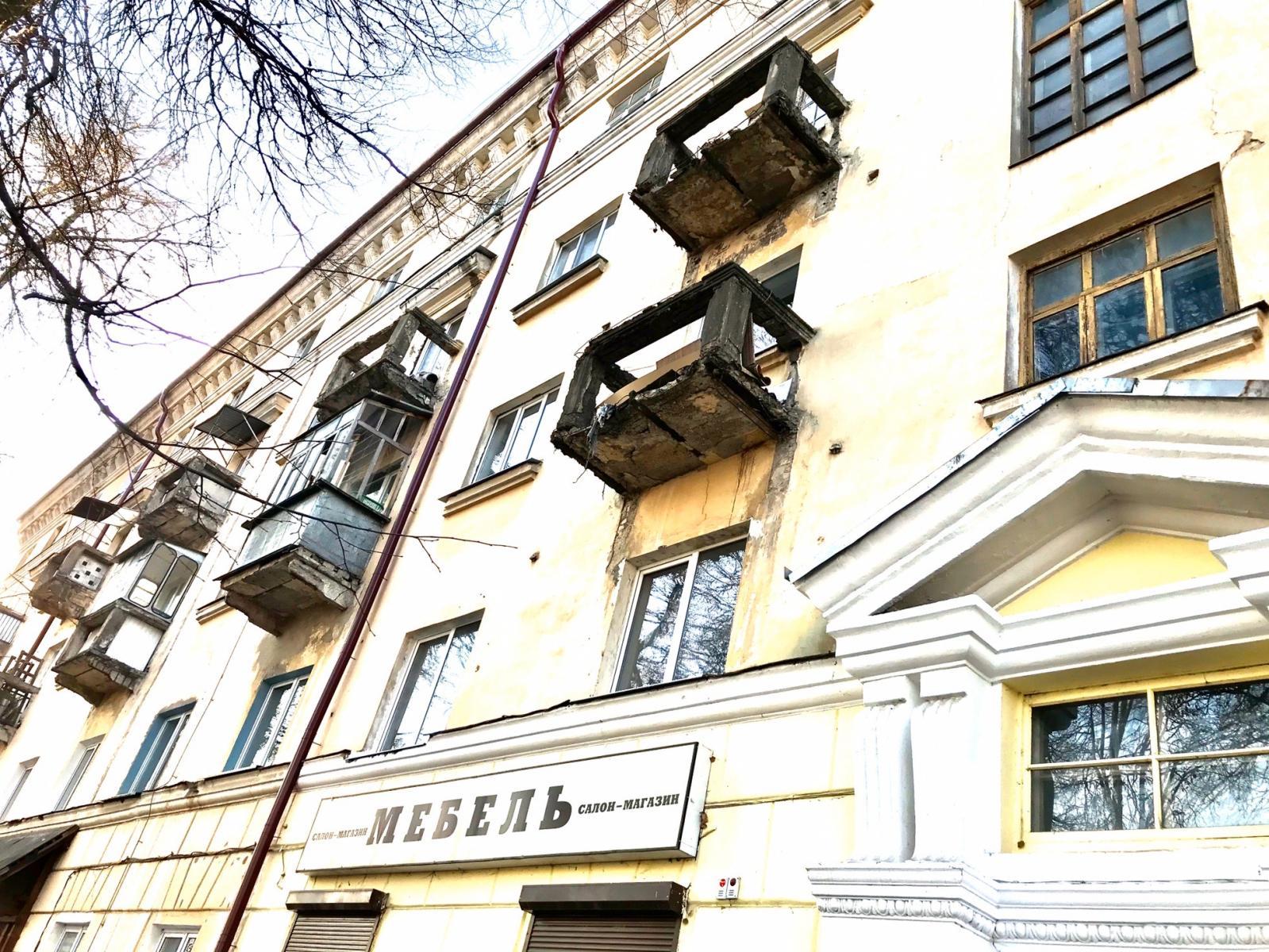 На брянцев могут рухнуть жуткие балконы