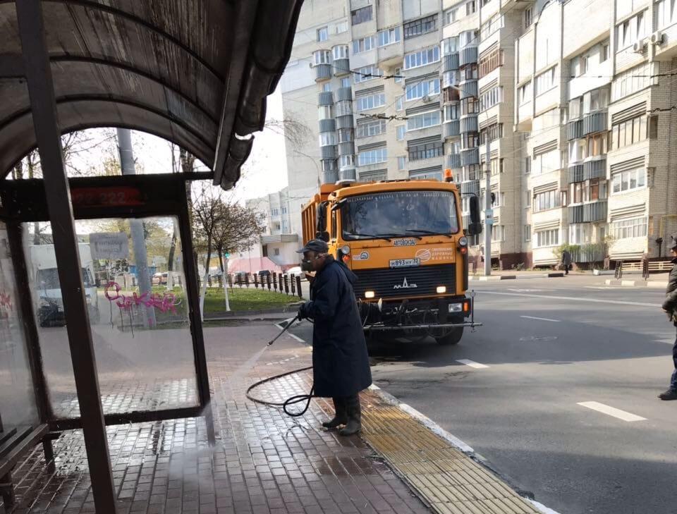 Брянские дорожники продезинфицировали 286 остановок