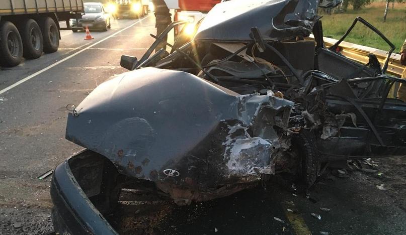 В страшном ДТП под Брянском водитель разбил лицо и голову
