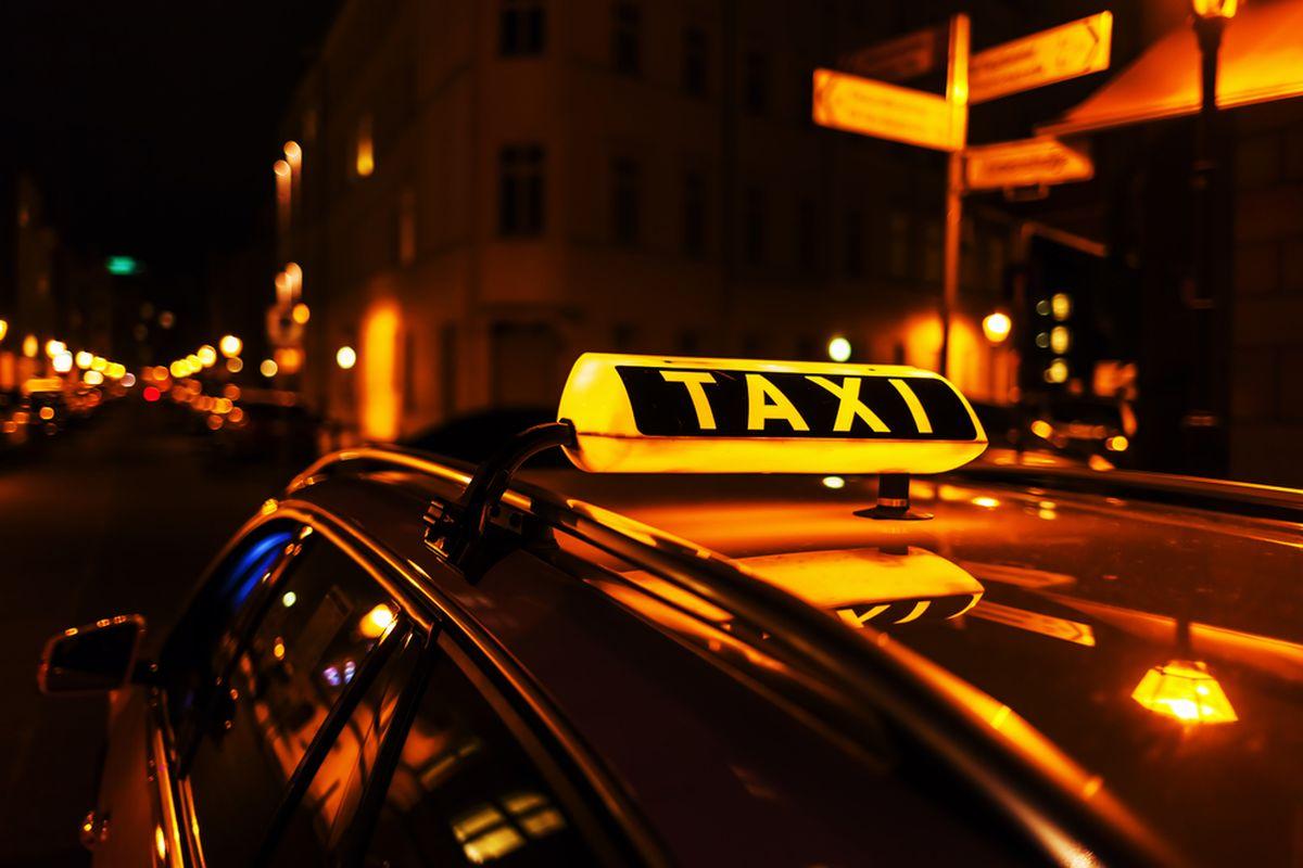 Брянского таксиста обвиняют в краже кошелька