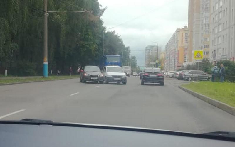 В Брянске на Костычева произошло ДТП с участием «Яндекс.Такси»