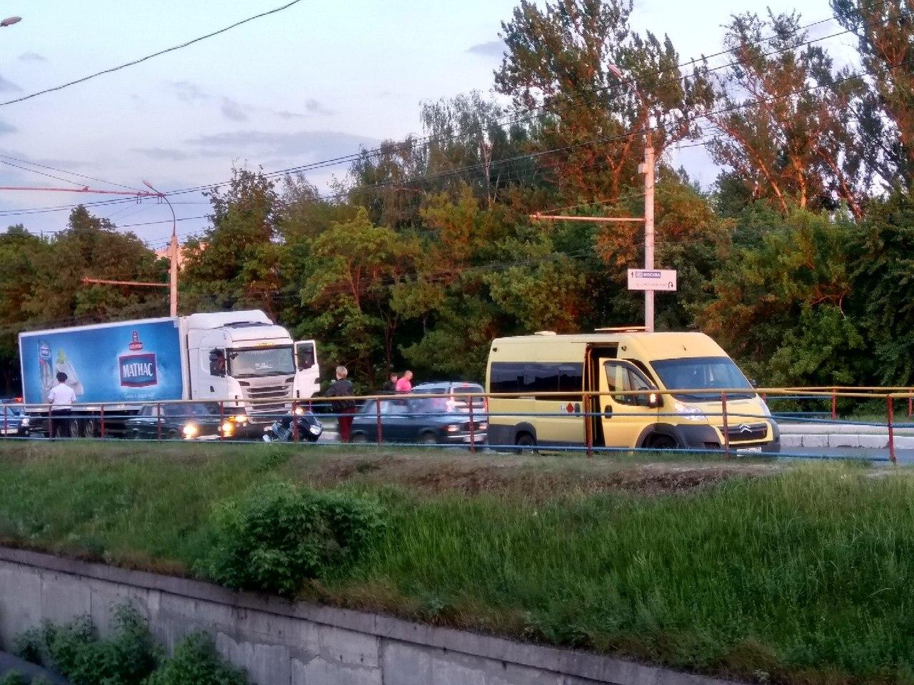В Брянске на путепроводе сбили мотоциклиста