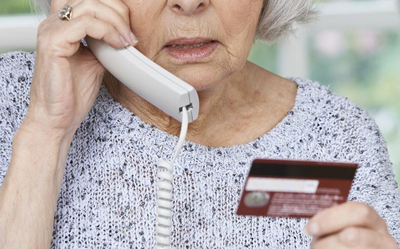 В Брянске пенсионерка продавала дачу и лишилась около 40 тыс рублей