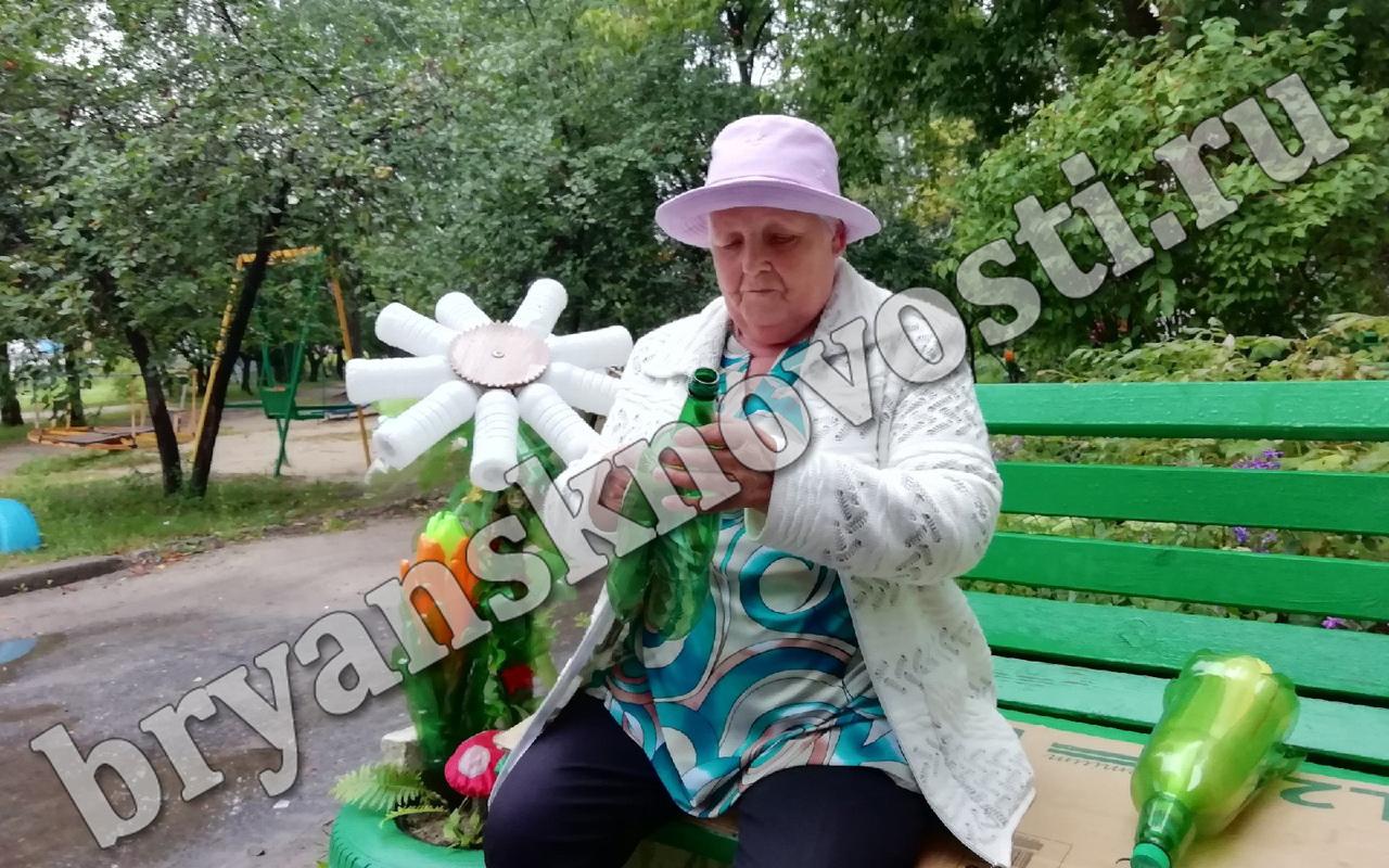 Брянская пенсионерка создала из пластиковых бутылок волшебный сад
