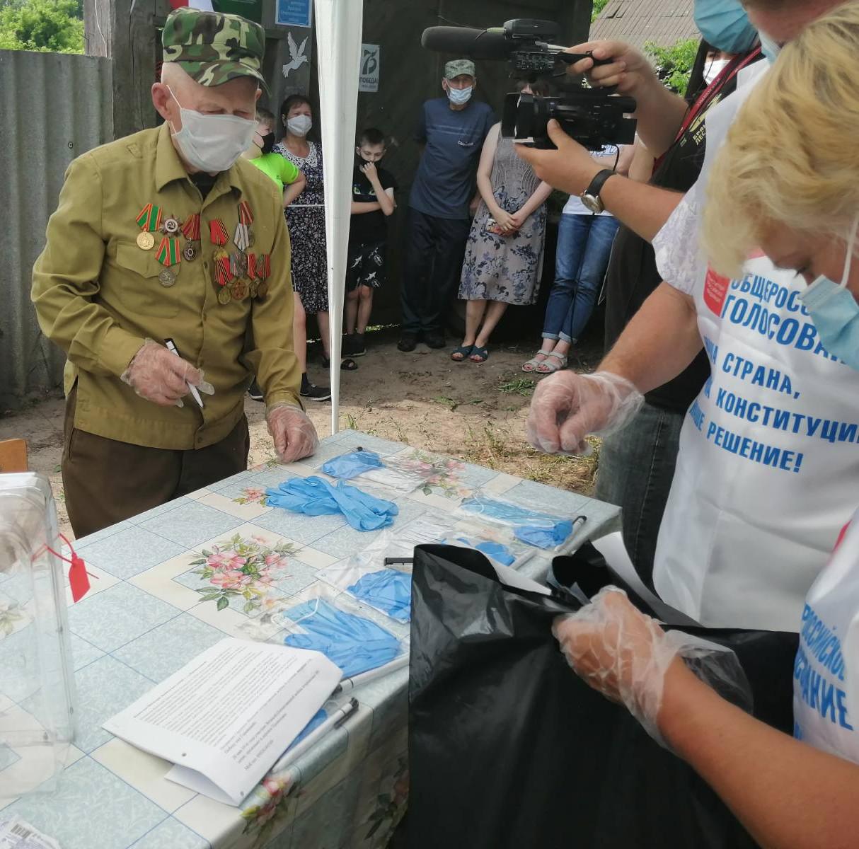 Брянский ветеран Копылов проголосовал по поправкам в Конституцию