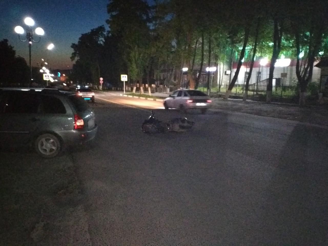 В Дятьково пьяный мотоциклист врезался в легковушку
