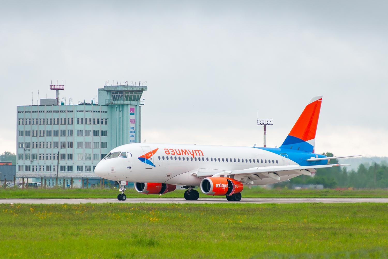 Из Брянска в Симферополь вылетел первый самолет