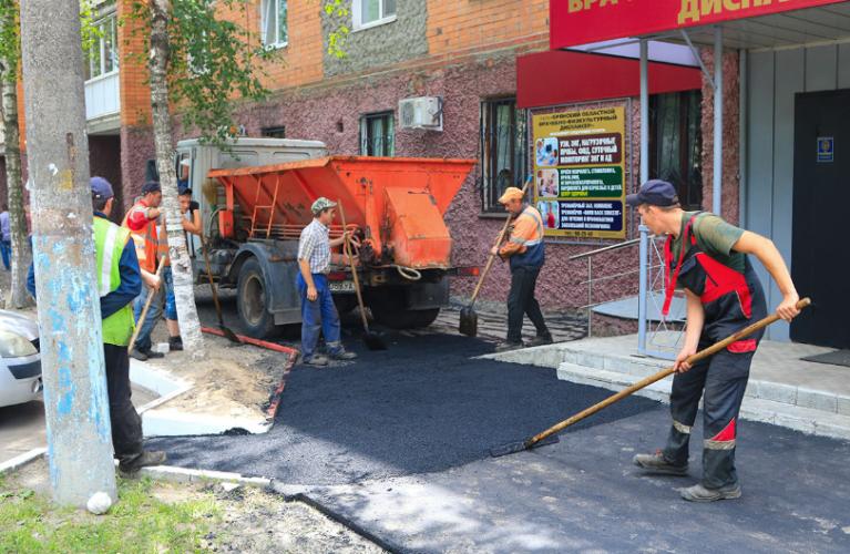 В Брянске активно ремонтируют дороги