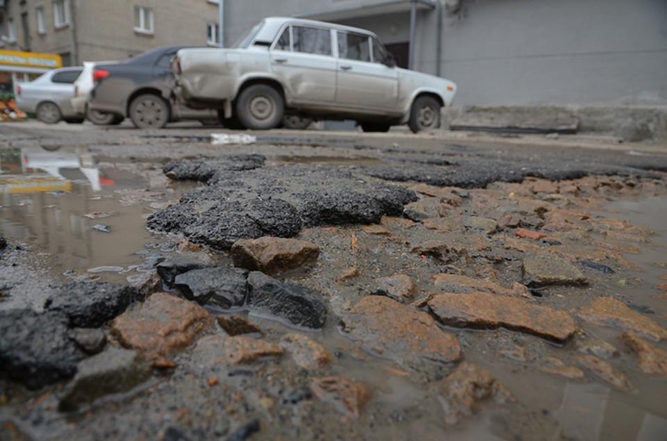 Автомобилисты пожаловались на «растаявший» брянский асфальт