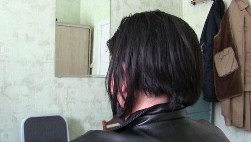 Женщина притворилась мужчиной без полового органа и выманила у девушки 220 тыс рублей