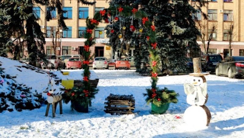 В Брянске восстановили новогоднюю арку желаний