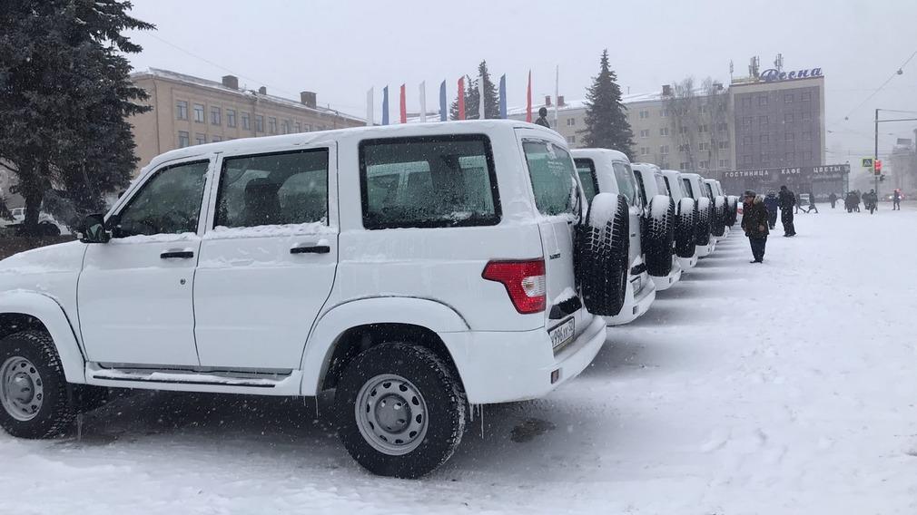 Автомобили UAZ Patriot и LADA Granta пополнили медицинский автопарк Брянской области