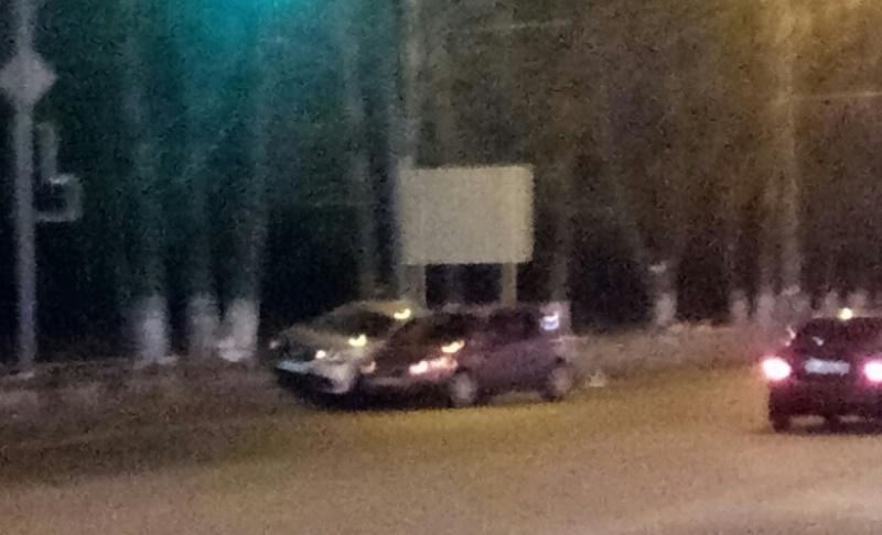 В Брянске возле ТРЦ «Аэропарк» столкнулись два автомобиля