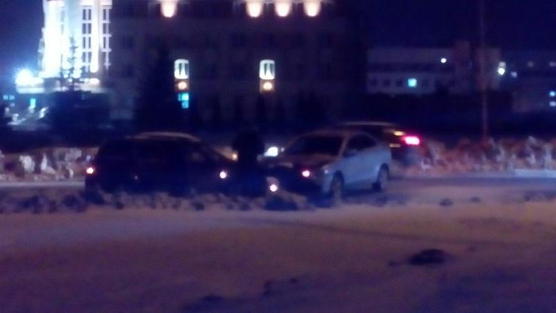 В Брянске на улице Войстроченко столкнулись легковушки
